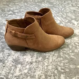 Old Navy tan booties size 9